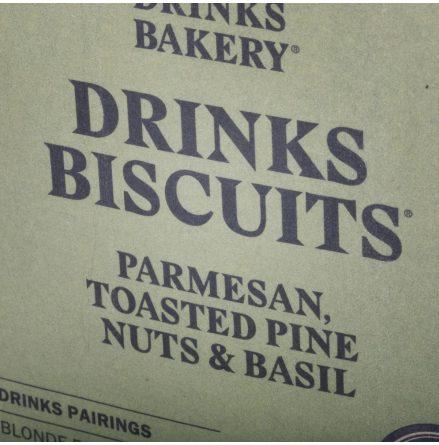 Biscuits Parmesan med Rostade Pinjenötter & Basilika